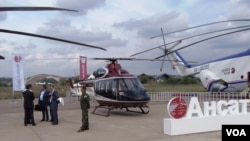 """中国大量从俄罗斯采购各种直升机。2013年莫斯科航展上展出的""""安萨特""""式直升机(美国之音白桦拍摄)"""