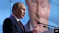 俄羅斯總統普京9月19日在俄羅斯諾夫哥羅德地區舉行的一個會議上發表講話