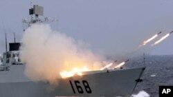 Tàu Trung Quốc phòng tên lửa chống ngầm trong một cuộc tập trận.