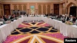지난 7일 카타르 수도 도하에서 미국과 탈레반 관리들이 평화협정 체결을 위한 협상을 하고 있다.