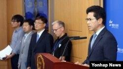 한국 해양수산부 연영진 해양정책실장이 15일 정부세종청사 해수부 기자실에서 세월호 선체인양 우선협상대상업체 선정 결과를 발표하고 있다.