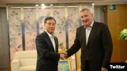 တရုတ္ ဒုတိယ၀န္ႀကီးခ်ဳပ္ Wang Yang နဲ႔ ရုရွား ဒုတိယ၀န္ႀကီးခ်ဳပ္ Dmitry Rogozin တို႔ေတြ႔ဆံု ( Dmitry Olegovich Rogozin Twitter)