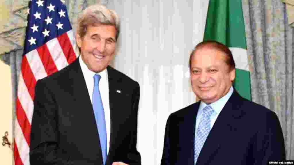 وزیرِ اعظم نواز شریف نے نیویارک میں امریکی وزیر خارجہ جان کیری سے ملاقات کی۔