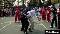 热爱篮球的奥巴马与亚太战略命名