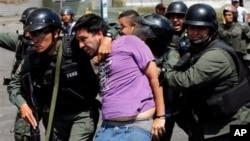Según la oposición, hay militares descontentos porque el gobierno manipula a las FANB para reprimir a manifestantes pacíficos.