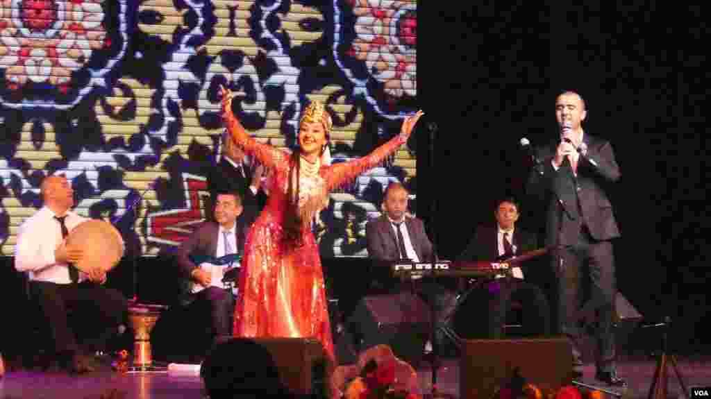Konsertda Sherali Jo'rayevning o'g'li Zohirshoh Jo'rayev ham ishtirok etdi.