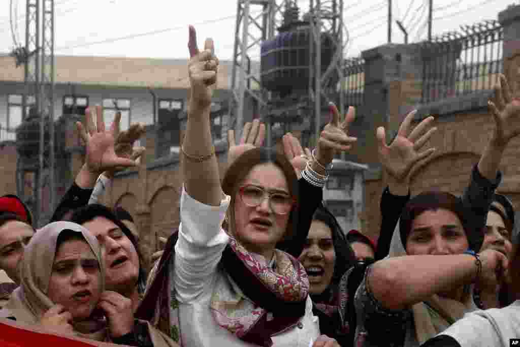 اعضا و حامیان جامعه تراجنسیتی در پاکستان مرگ یکی از اعضای خود در پیشاور پاکستان را محکوم کردند. انها خواستار توجه به حقوق شان شده اند.