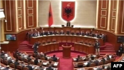 Shqipëri: Parlamenti voton kundër dekretit të presidentit për ligjin e mbetjeve
