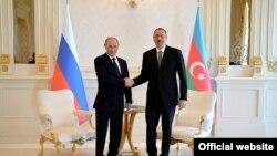 Vladimir Putin və İlham Əliyev görüşkən