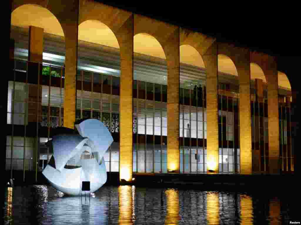 اوپن ایئر میوزیم کو مشہور آرکیٹکٹ آسکر نیمر نے 55 سال بعد ماڈرن شکل دی ہے