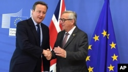 European Commission President Jean-Claude Juncker, right, greets British Prime Minister David Cameron prior to a meeting at EU headquarters in Brussels, June 28, 2016.