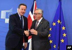 European Commission President Jean-Claude Juncker, right, greets British Prime Minister David Cameron prior to a meeting at EU headquarters in Brussels on June 28, 2016.