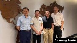 许章润(左一)与人权律师尚宝军(左二」、莫少平(左三)和浦志强在一起 (资料图片)