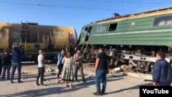 Bakı yaxınlığında avtobusun qatarla toqquşması nəticəsində çox sayda adam yaralanıb.