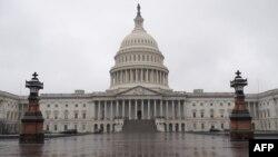 El paquete de ayuda económica aprobado por el Senado pasará ahora a la Cámara de Representantes, donde se espera que será sometido a votación el viernes 27 de marzo de 2020.