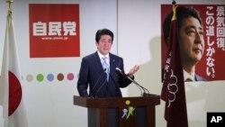 5일 일본 자민당 총수인 아베 신조 총리가 기자회견을 하고 있다.