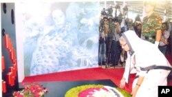 একুশে অগাস্টের গ্রেনেড হামলায় নিহতদের উদ্দেশ্যে প্রধানমন্ত্রী শেখ হাসিনার শ্রদ্ধা নিবেদন