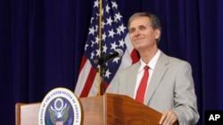 Ông Scott Busby, Phó Trợ lý Ngoại Trưởng Mỹ thuộc văn phòng phụ trách vấn đề dân chủ, nhân quyền, và lao động.