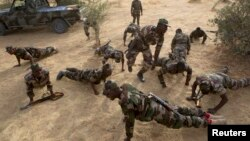 Des militaires nigériens en formation à Diffa, Niger, le 5 mars 2014
