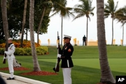 Military personnel stand for the arrival of Chinese President Xi Jinping and his wife, Chinese first lady Peng Liyuan, as they arrive at Mar-a-Lago to meet with President Donald Trump and first lady Melania Trump, in Palm Beach, Florida, April 6, 2017.