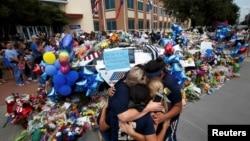 Memorijal ubijenim policajcima u Dalasu