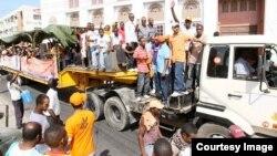 Wafuasi wa Gavana wa Mombasa Ali Hassan Joho wakisherekea ushindi wake Marchi 2013