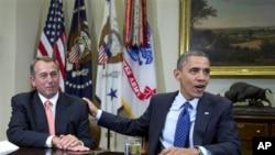 Ketua Kongres John Boehner (kiri) dan Presiden Barack Obama Obama, dua pihak yang harus berkompromi untuk menghindari jurang fiskal. (AP/Carolyn Kaster)