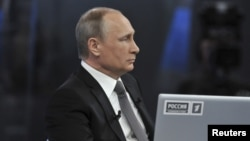 """Володимир Путін під час """"Прямої лінії"""", 16 квітня 2015 р."""