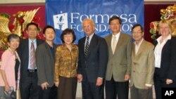 美国会众议员伯曼受到福尔摩莎基金会人士欢迎