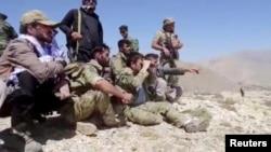 阿富汗民族抵抗陣線公佈的照片顯示反塔利班抵抗力量的戰士聚集在潘杰希爾的一座山坡上。
