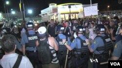 Policija na ulicama Fergusona, 10. avgusta 2015.