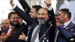 جشن پیروزی «نیکول پاشینیان» رهبر مخالفان.