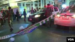Bangkok police cordon off scene of bomb blast, Aug. 17, 2015. (Photo: Zinlet Aung for VOA)
