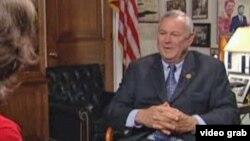 罗拉巴克众议员接受美国之音专访。(VOA视频截图)