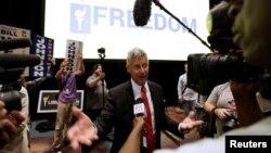 미국 자유당 대통령 후보로 지명된 게리 존슨 뉴맥시코 주지사가 29일 플로리다 주 올란도에서 기자회견을 하고 있다.