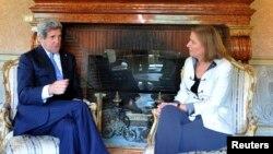 5月8日克里国务卿在罗马美国大使官邸与以色列司法部长利夫尼会谈