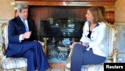 ABD Dışişleri Bakanı John Kerry Roma'da İsrail'in barış görüşmelerini yürütmekten sorumlu Adalet Bakanı Tzipi Livni ile görüşürken