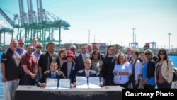 洛杉矶市长和长滩市长签署港口零排放同意书
