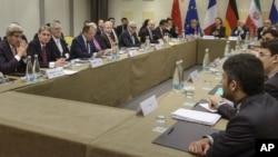 지난 31일 스위스 로잔에서 존 케리 미 국무장관(왼쪽) 등 각국 대표들이 참석한 가운데 이란 핵 문제 해결을 위한 협상이 계속됐다.