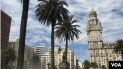 En Montevideo, la capital de Uruguay, se concentra casi la mitad de la población entera del país, que no sobre pasa los tres millones de personas.