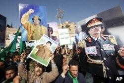 """利比亚亲政府人士2月17日举行游行对抗""""愤怒日""""示威"""