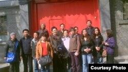 部分民眾在胡耀邦逝世24周年紀念日到北京胡家祭拜