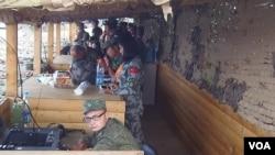 2015年在俄羅斯舉行軍事比賽活動期間,中俄軍官在指揮兩國軍隊活動(美國之音白樺)