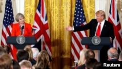 Prezida Trump, na Theresa May, mu kiganiro n'abamenyeshamakuru