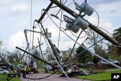 Повалені електроопори в штаті Луїзіана
