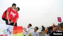 Casal homossexual, China (foto de arquivo)