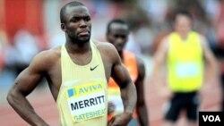 Peraih medali emas Amerika LaShawn Merritt bereaksi setelah menjuarai nomor 400 meter putra pada Kejuaraan Dunia Atletik IAAF 2009 di Thessaloniki, Yunani.
