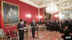 Tổng thống Áo Heinz Fischer và Chủ tịch Trung Quốc Hồ Cẩm Ðào đưa ra tuyên bố báo chí tại cung điện Hofburg ở Vienne hôm 31/10/11