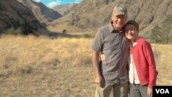 헬스캐니언 협곡의 커크우드 산장에서 한 달간 공원 관리를 하는 제인 매크럼 부부.