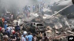 Hiện trường vụ tai nạn máy bay ở Medan, bắc Sumatra, Indonesia, hôm 30/6/2015.